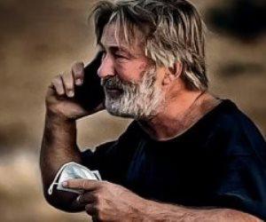 الحزن يسيطر على السينما العالمية.. لماذا قتل الممثل أليك بالدوين مديرة تصوير وأصاب مخرج فيلم Rust؟