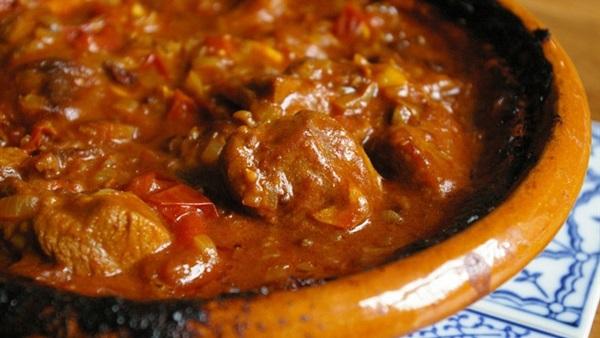 طريقة عمل اللحم بالبصل والطماطم: