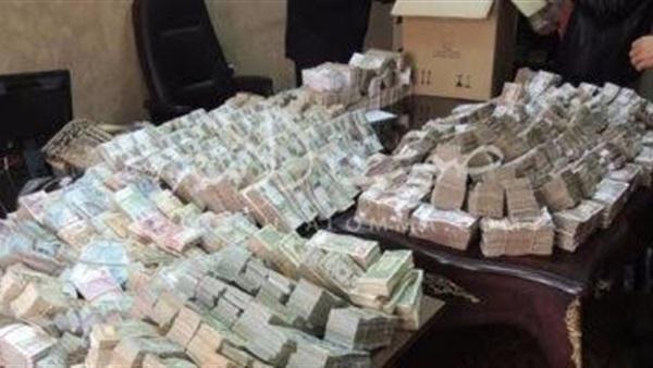تاجر عملة.. «علي بابا» جديد يسقط بمبلغ ضخم (فيديو)