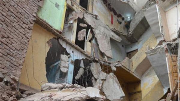 نيابة الجمرك تطلب التحريات عن انهيار جزء من عقار بالإسكندرية