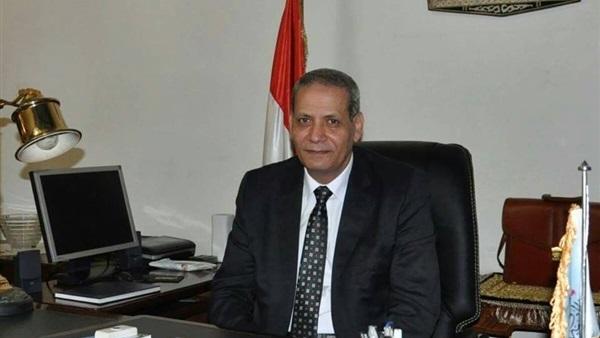 وزير التعليم يشدد على تحية العلم في طابور الصباح