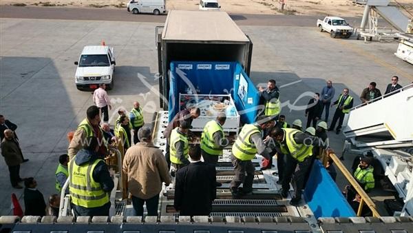 مصر للطيران تنجح في نقل حالة مرضية وزنها 500 كيلو للعلاج بالهند
