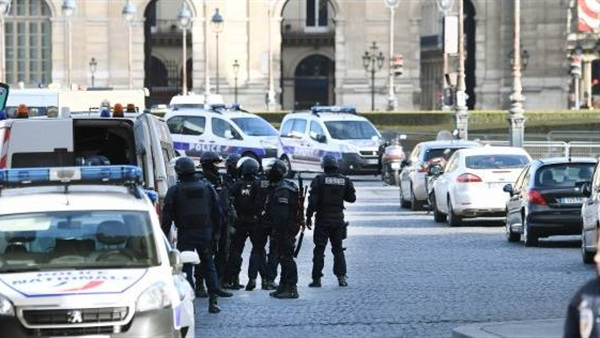 الادعاء الفرنسي يتهم رسميا مهاجم اللوفر بمحاولة القتل ضمن مخطط إرهابي