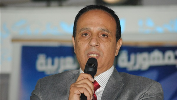 نائب يطالب بإعطاء الأولوية لأبناء الإسماعيلية في تولي رئاسة الأحياء