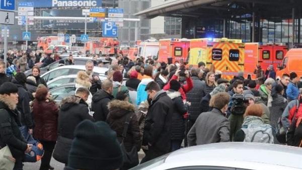 إصابة 50 شخصا إثر تسرب مادة مجهولة في مطار هامبورج