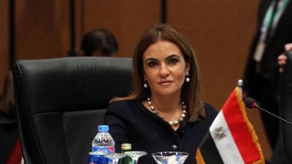 لهذا السبب وزيرة التعاون الدولي معجبة بمنى زكي