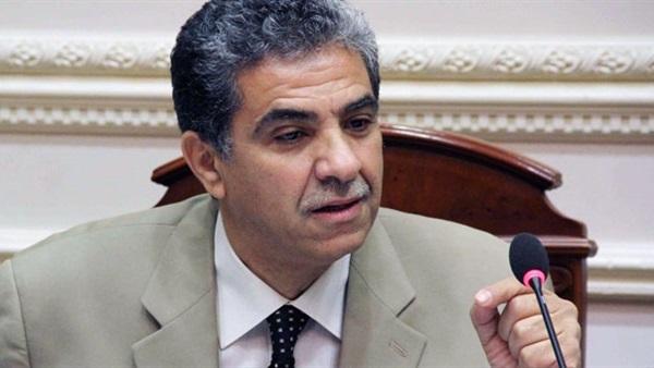 وزير البيئة عن التعديل الوزاري: «معرفش حاجة»